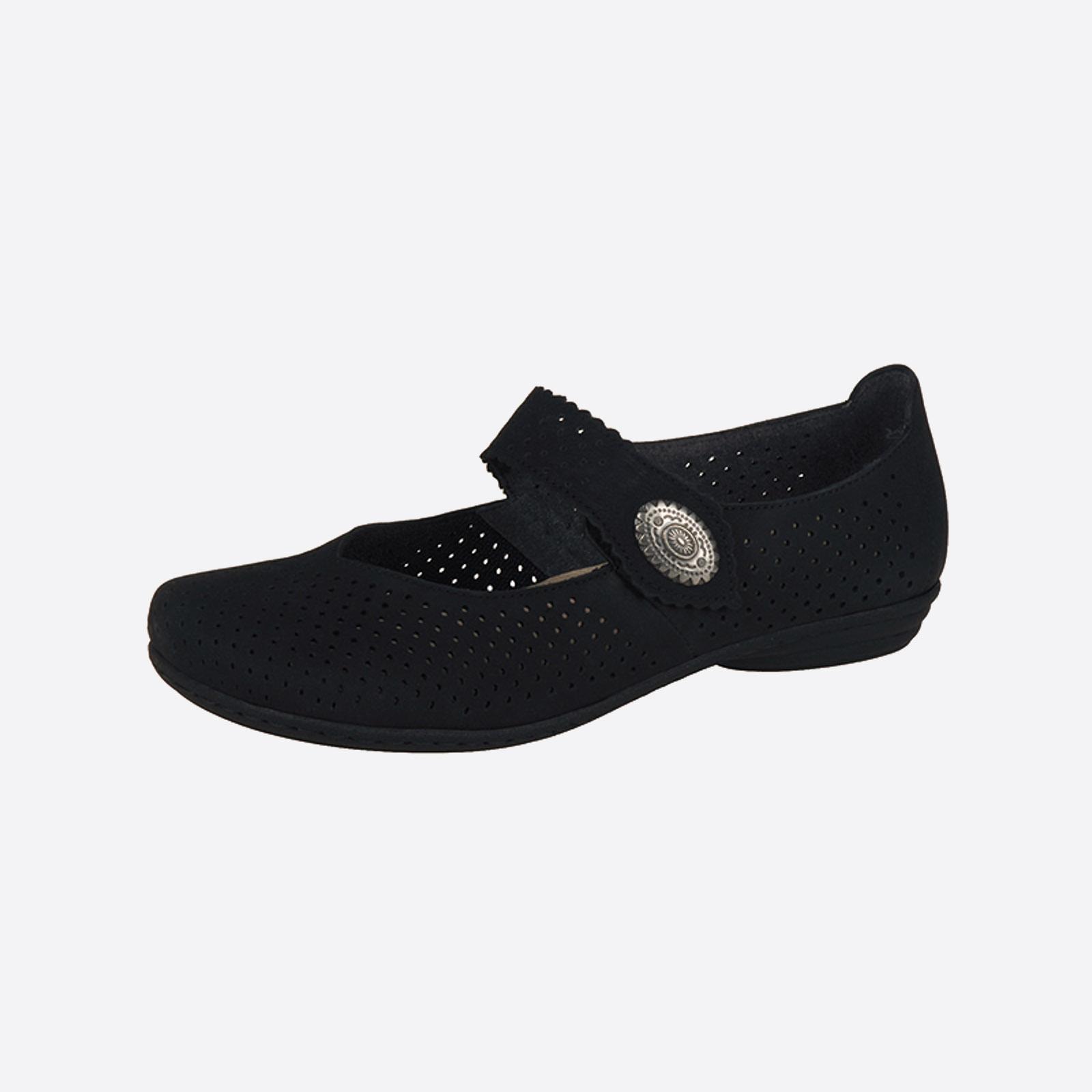 Туфли с декорацией на ремешке и перфорацией