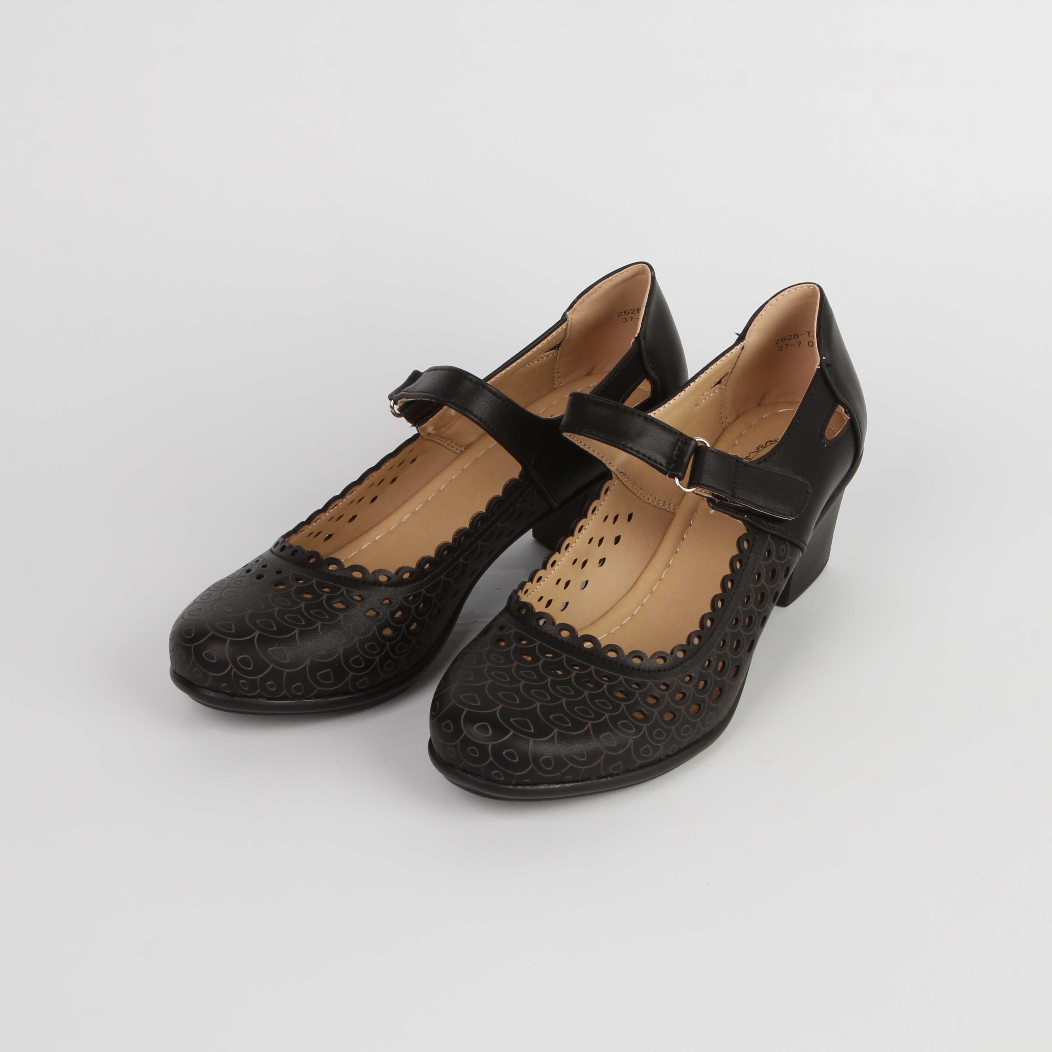 Туфли женские декорированные круглой перфорацией