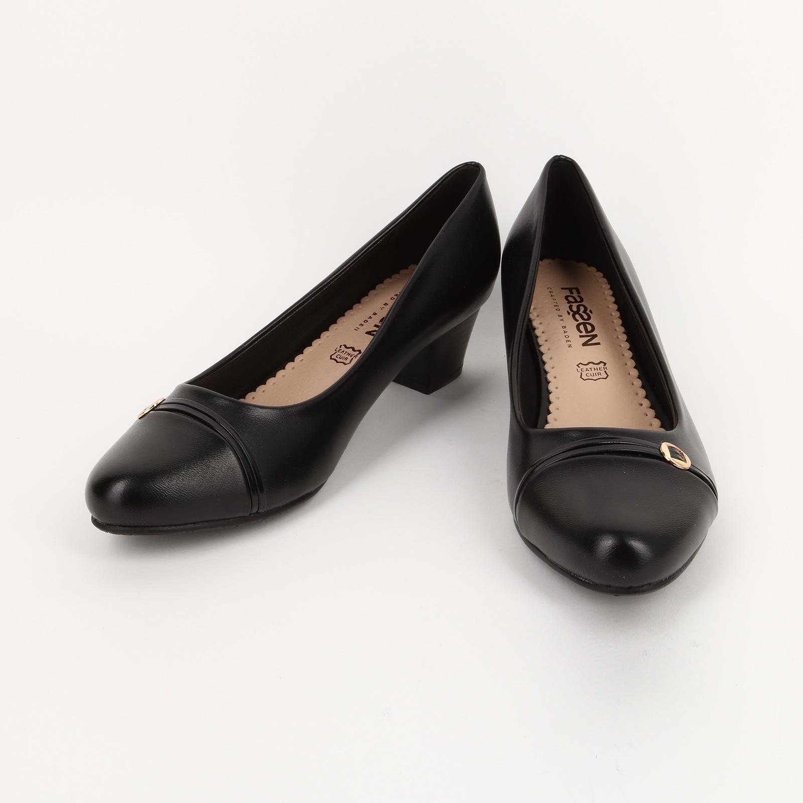 Туфли на каблуке с декоративным элементом