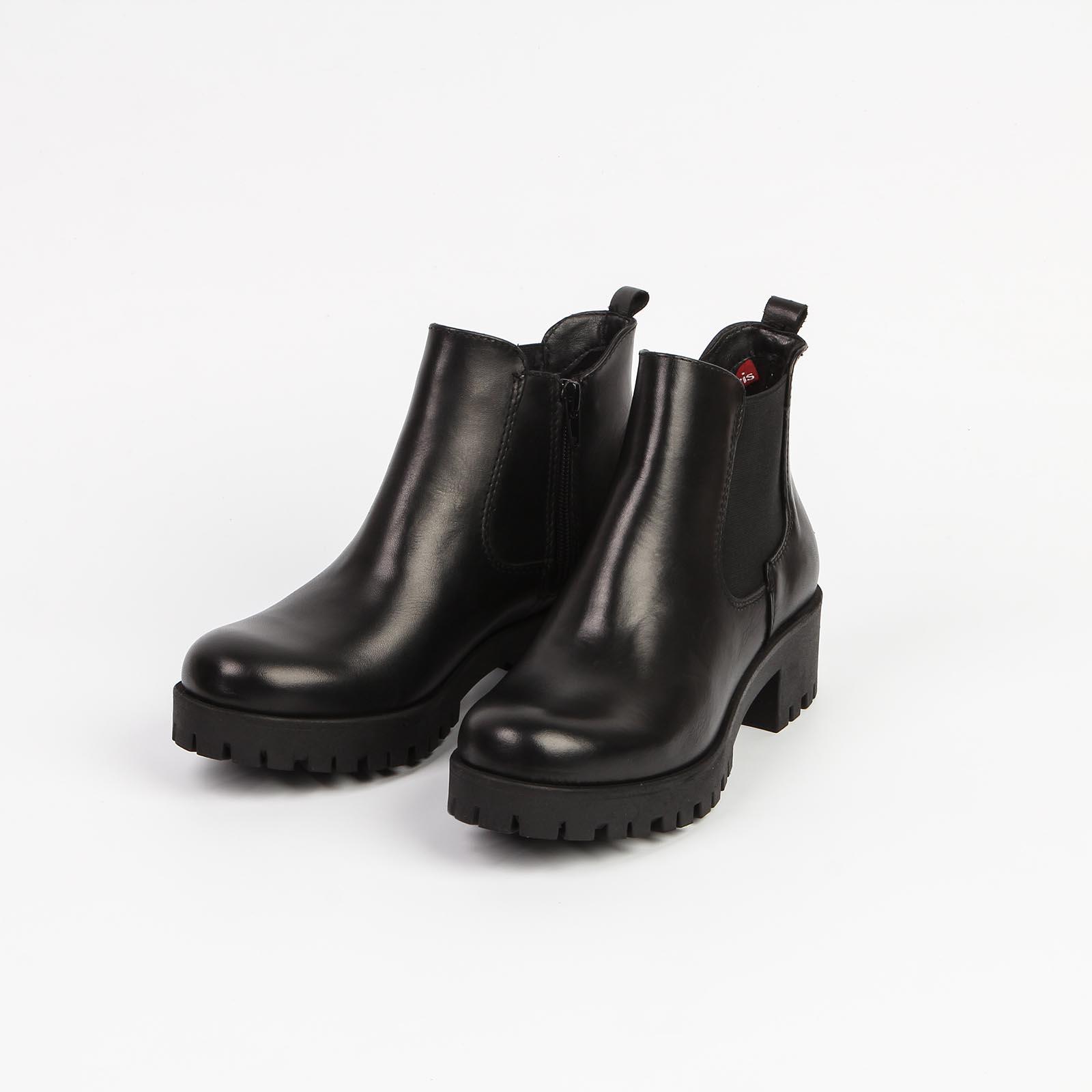 Женские ботинки с эластичной вставкой