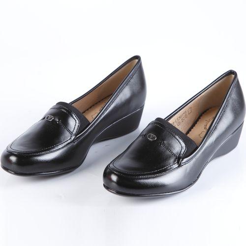 Туфли женские с эластичной вставкой на «язычке»