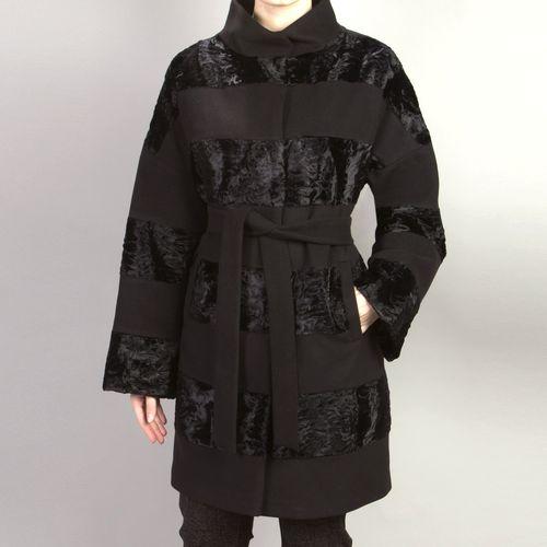 Велюровое пальто со вставками из искусственного меха «каракуль»