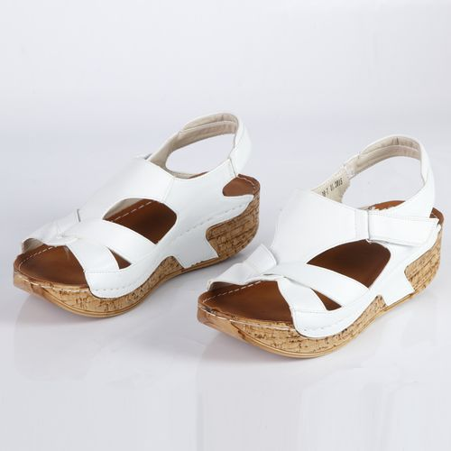 Женские сандалии на утолщенной подошве с регулируемой застежкой