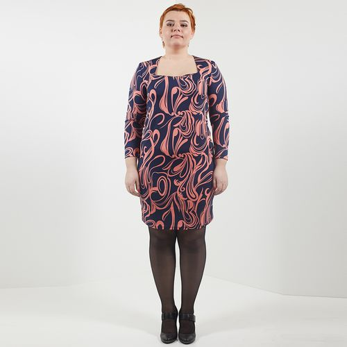Платье с абстрактным узором и элегантным вырезом