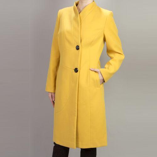 Однотонное пальто полуприталенного силуэта на пуговицах
