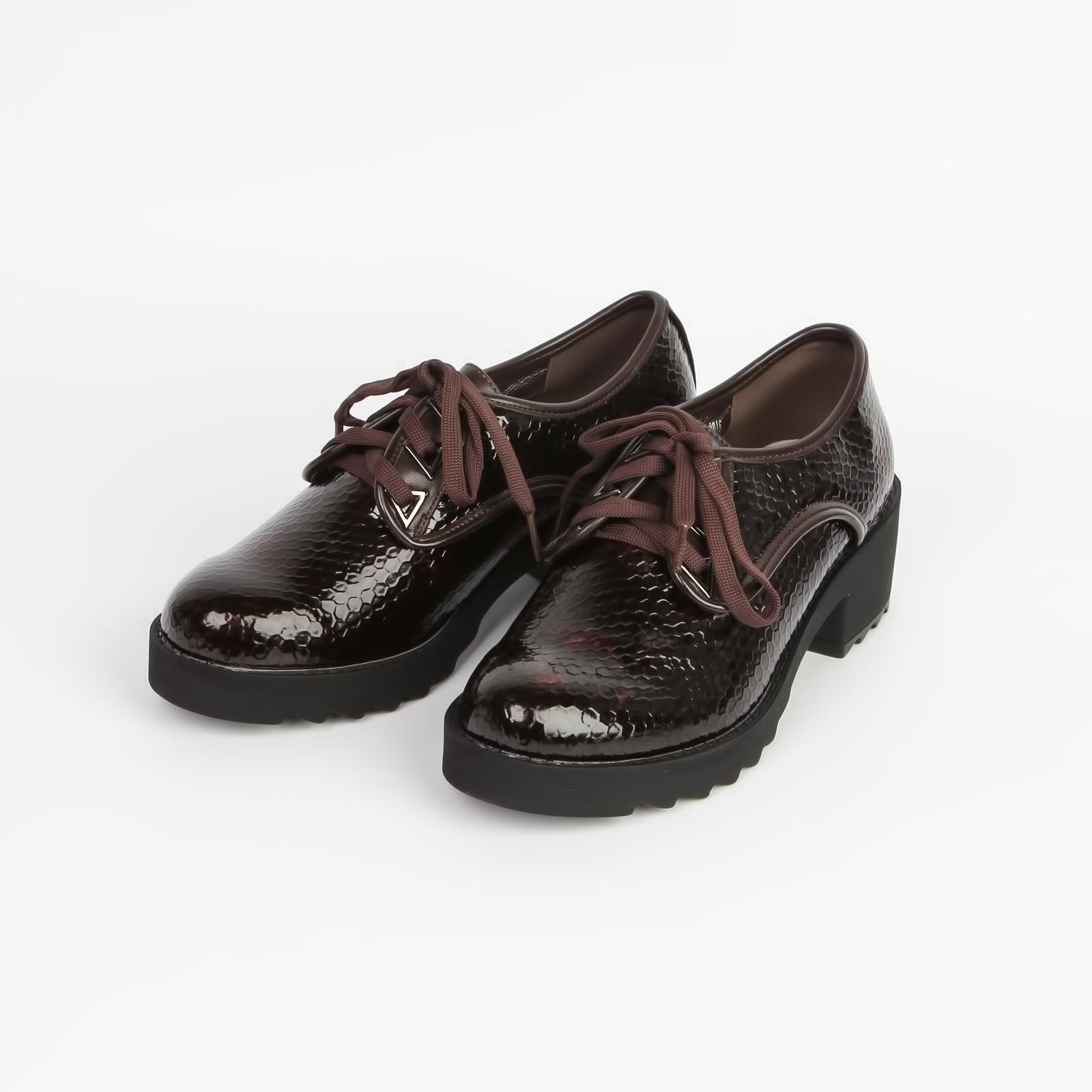 Ботинки женские лаковые на рифленой подошве