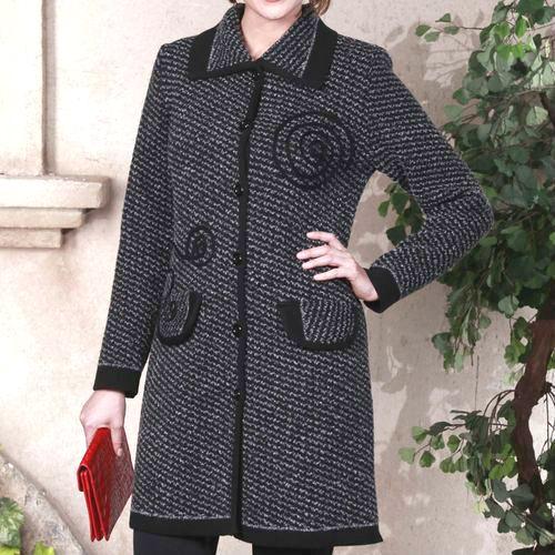 Вязаное пальто с отложным воротником и карманами