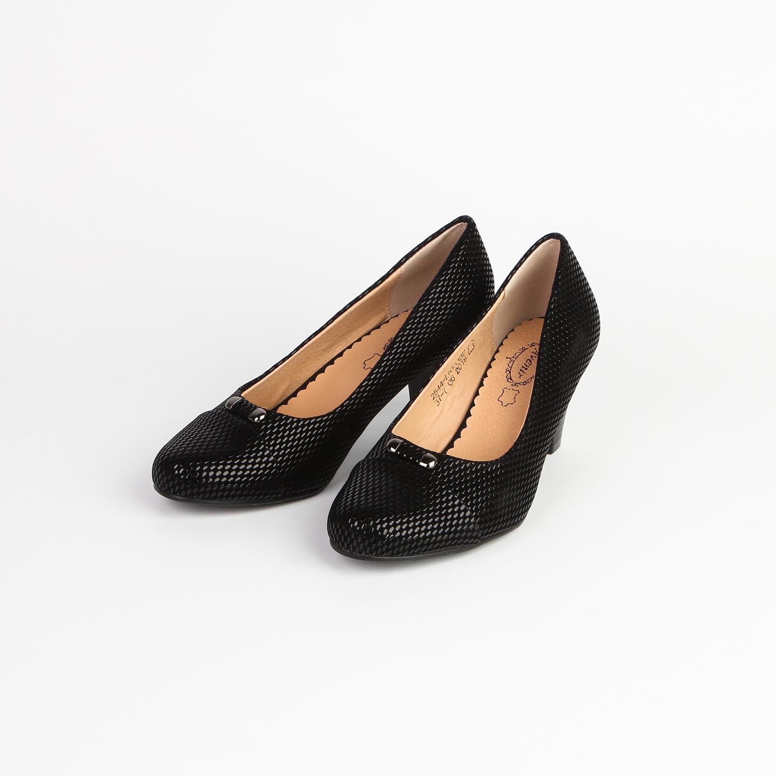 Женские туфли с оригинальным тиснением