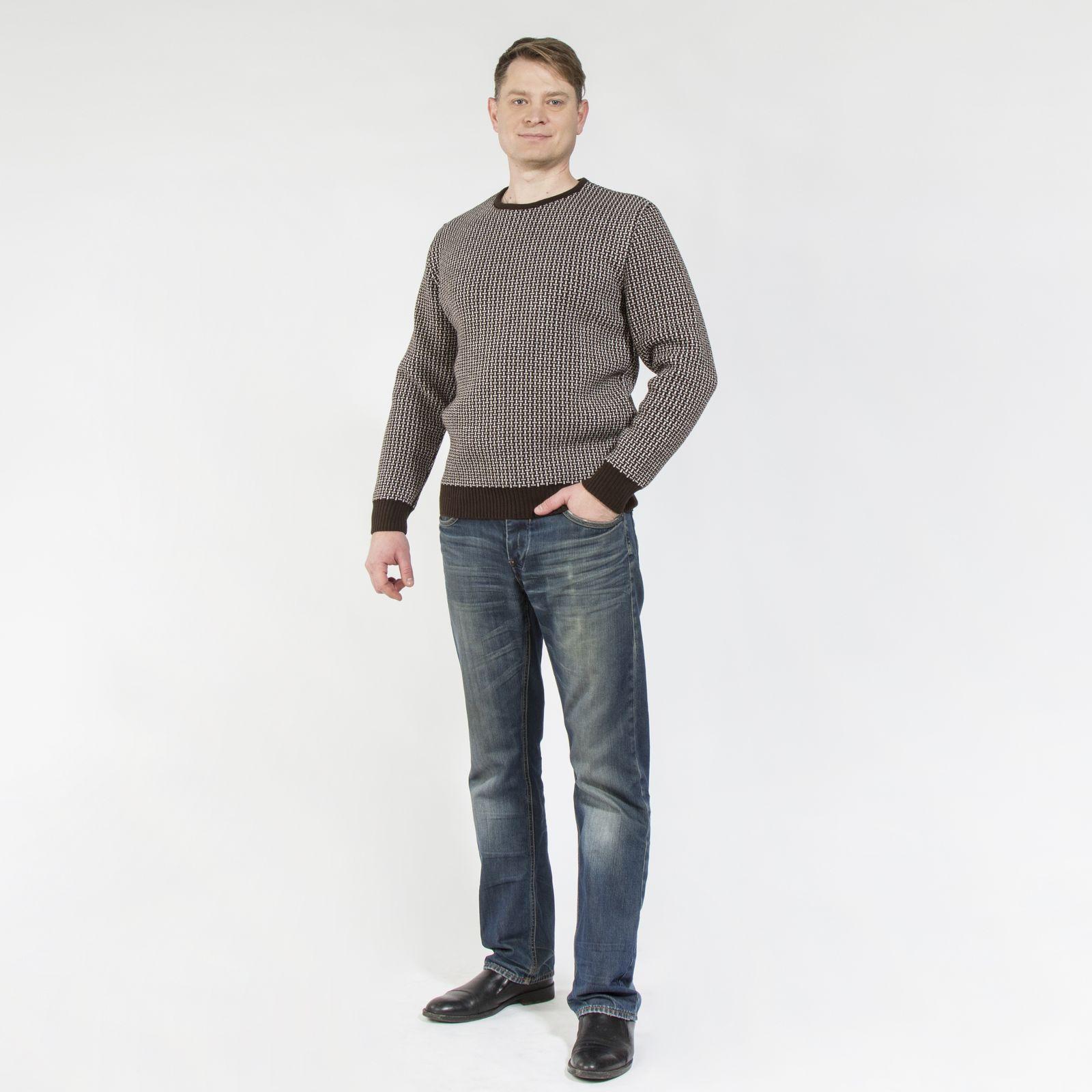 Джемпер со стильным узором и V-образным вырезом