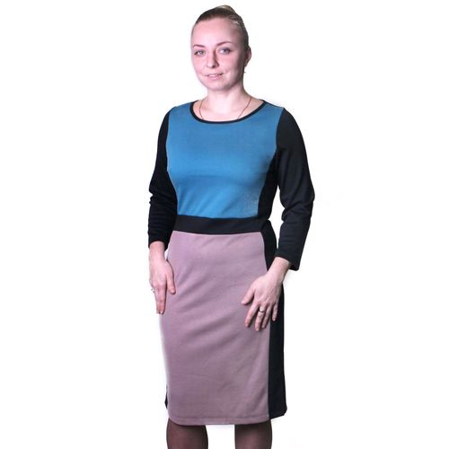 Платье из вязаного трикотажа с контрастными вставками