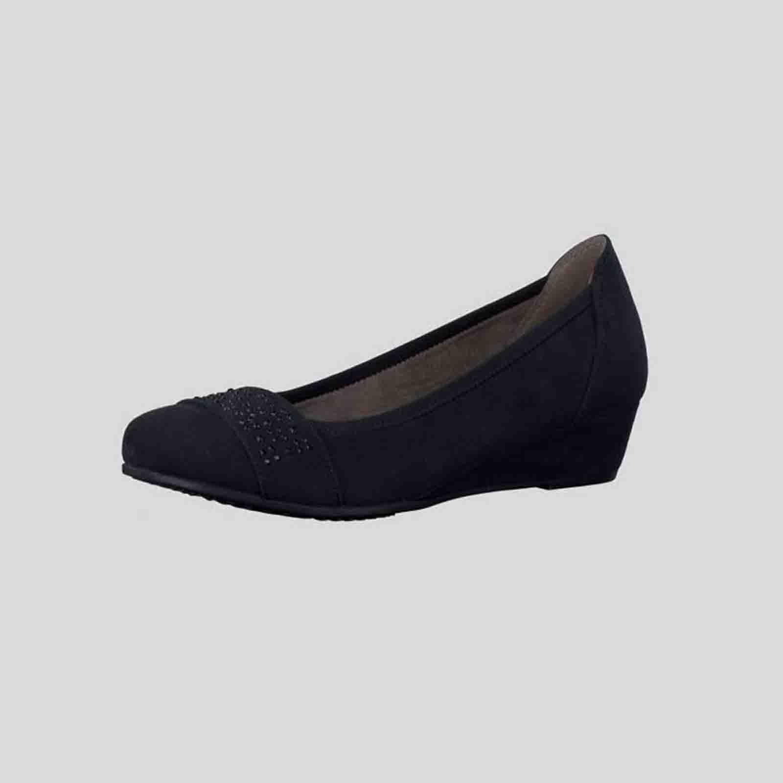 Туфли женские на танкетке с элегантным ремешком на мысу