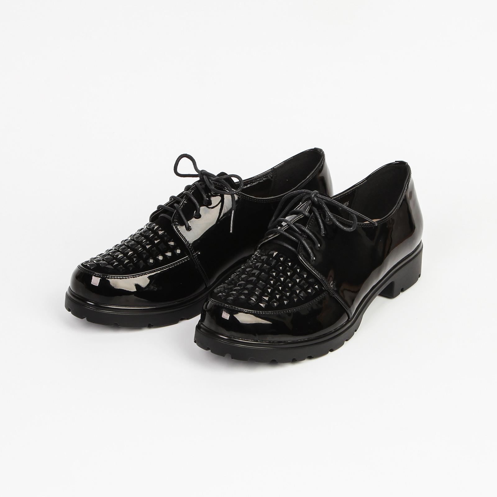 Ботинки женские декорированные на шнурках