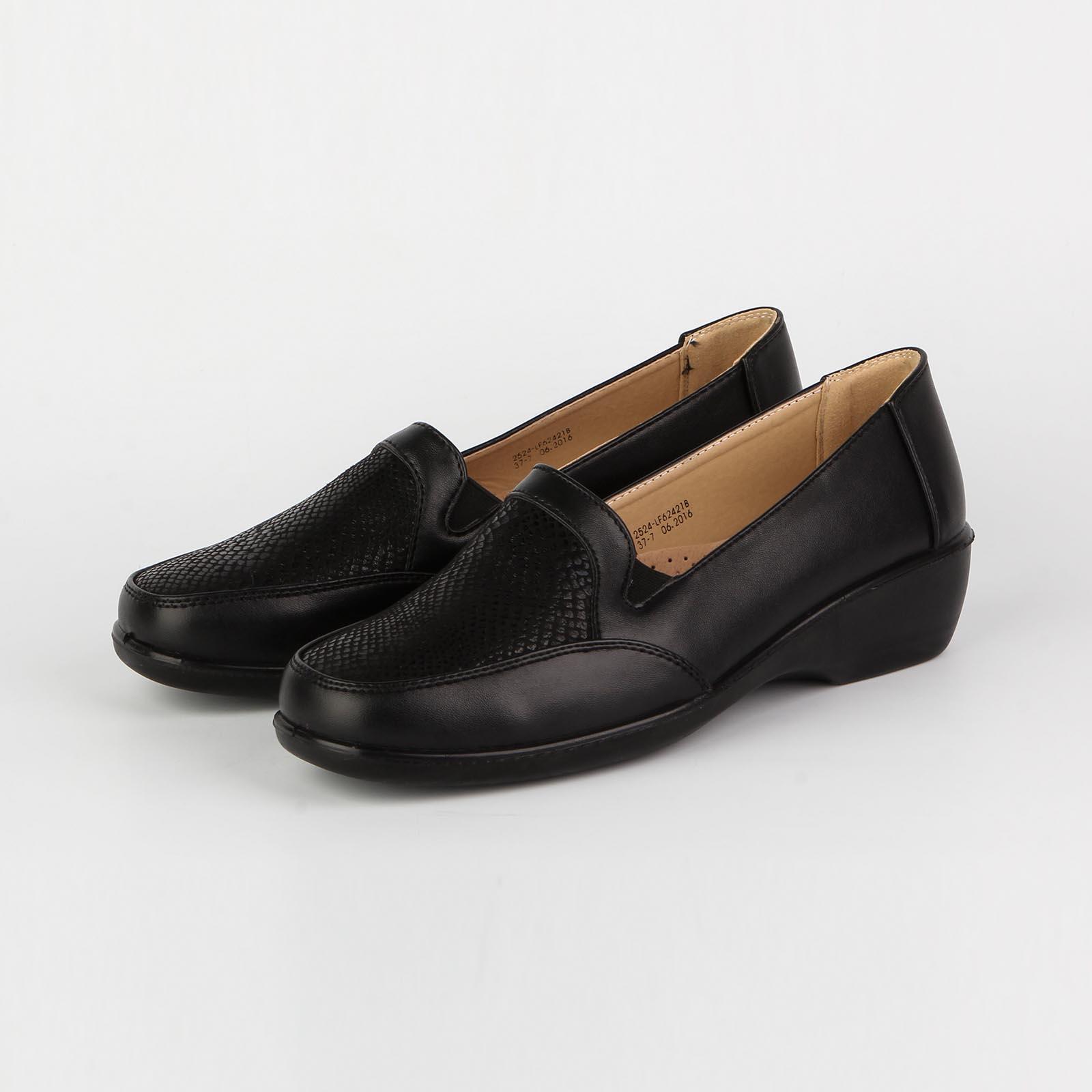 Женские туфли с декорированной вставкой на мысу