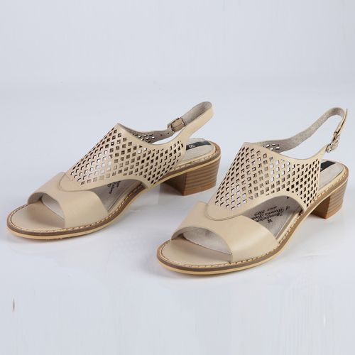 Женские сандалии украшенные крупной перфорацией