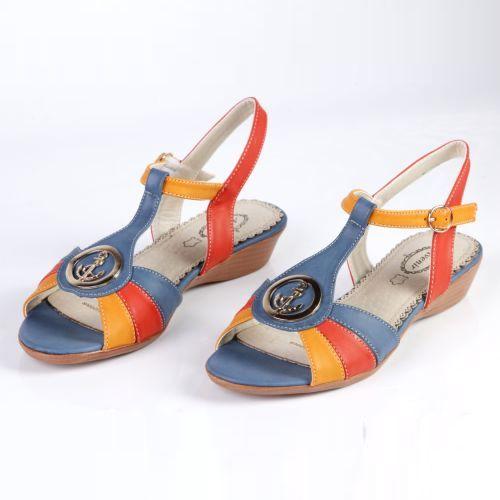 Женские сандалии украшенные серебряной фурнитурой