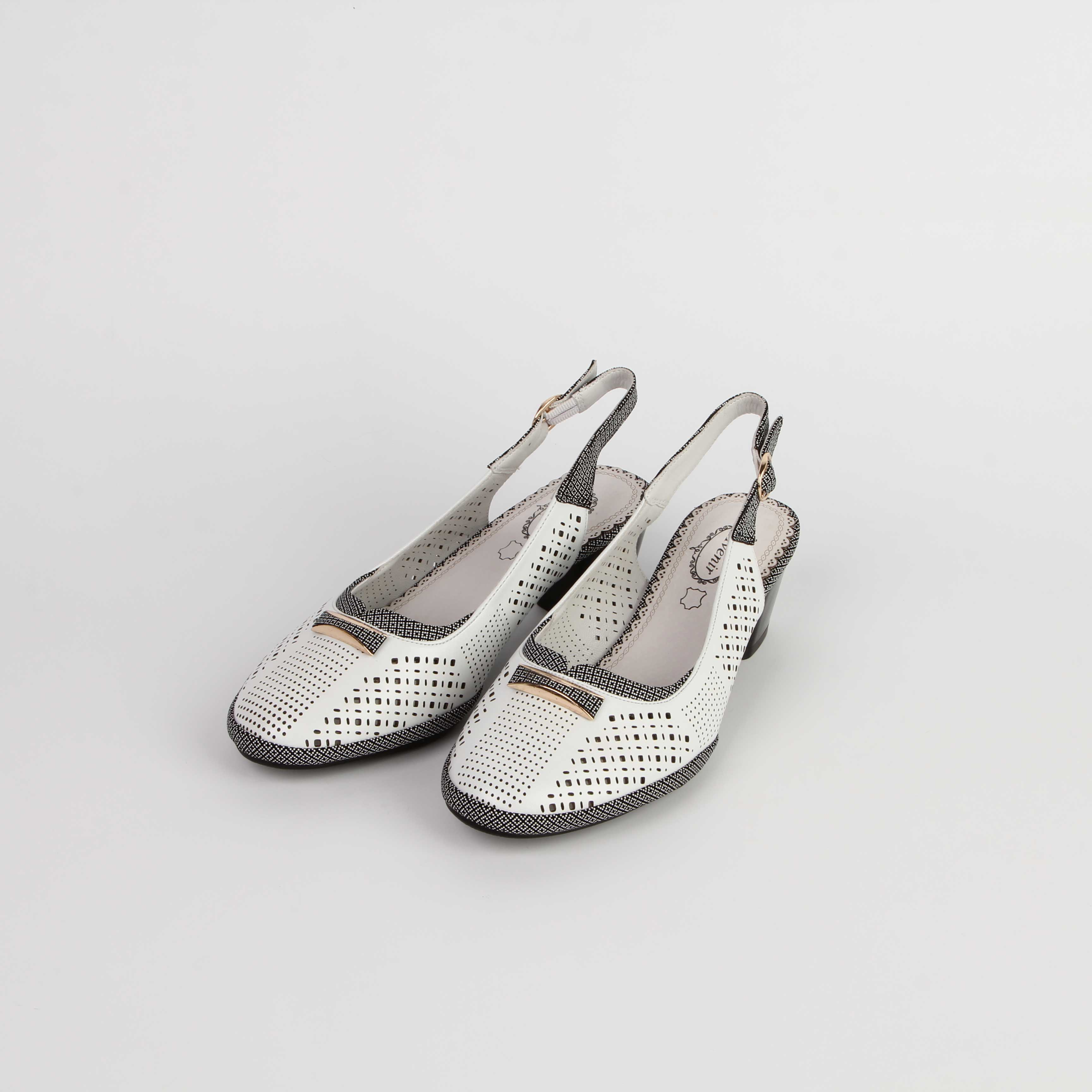 Туфли женские перфорированные с регулируемым ремешком