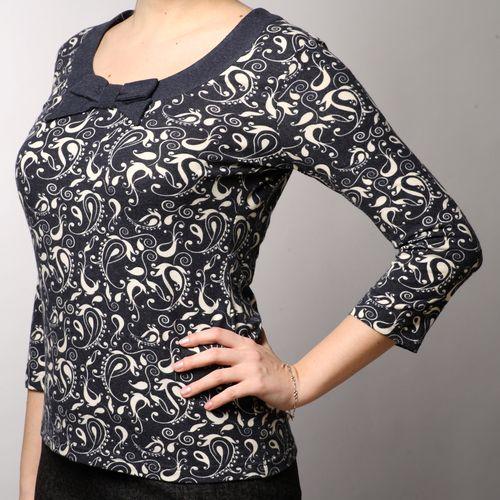 Блуза с принтом «огурцы» и декоративным бантом на груди
