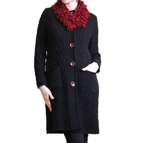 Вязаное пальто с объемным воротником