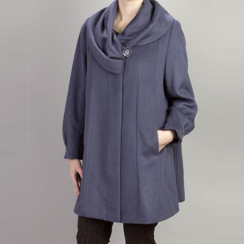 Велюровое пальто расклешенного силуэта с объемным воротником
