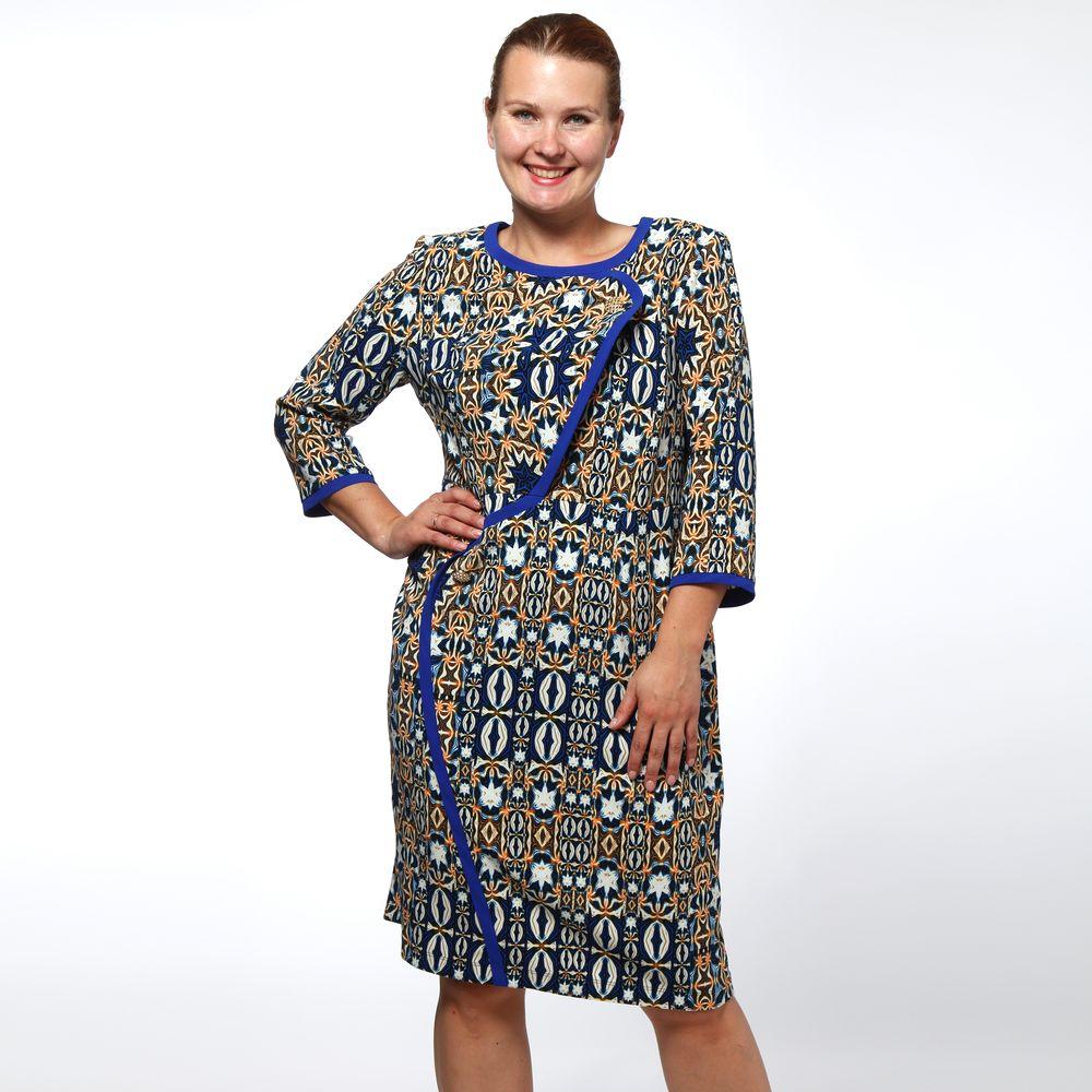 Платье приталенного кроя с контрастными вставками