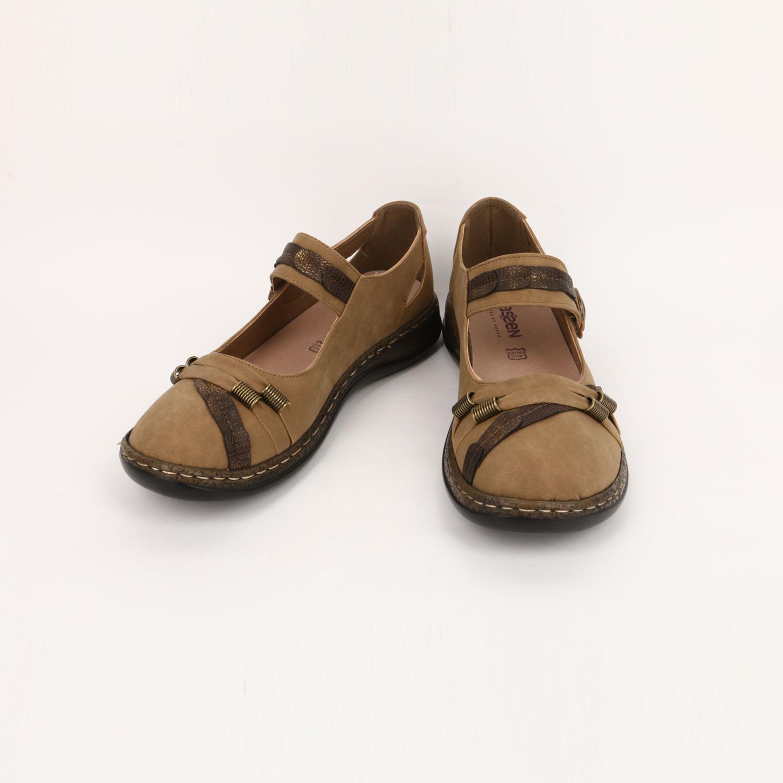 Туфли женские с декоративными ремешками
