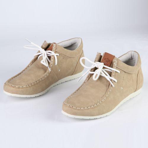 Женские ботинки на шнуровке украшенные строчкой