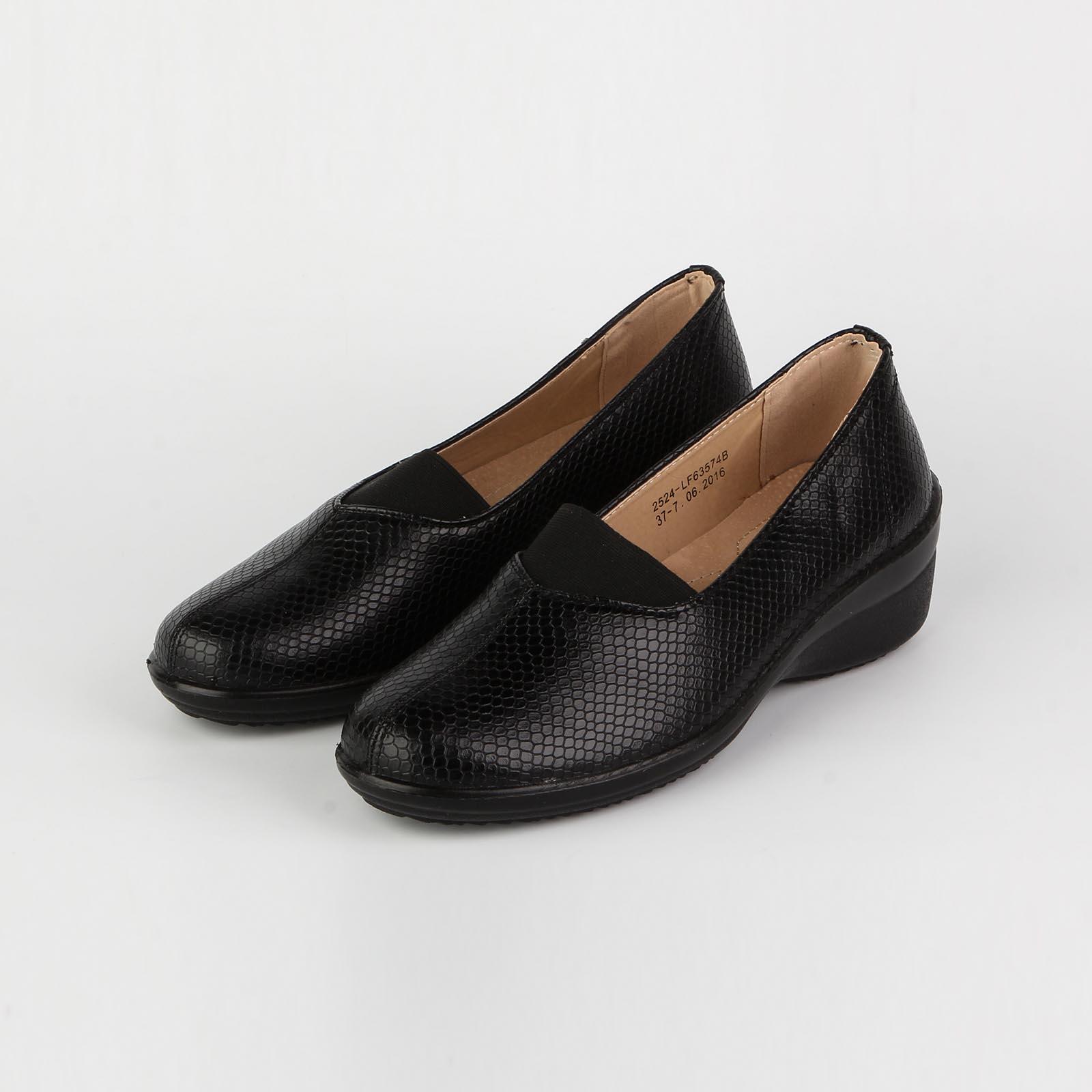 Туфли женские с тиснением под «рептилию» и закрытым мысом