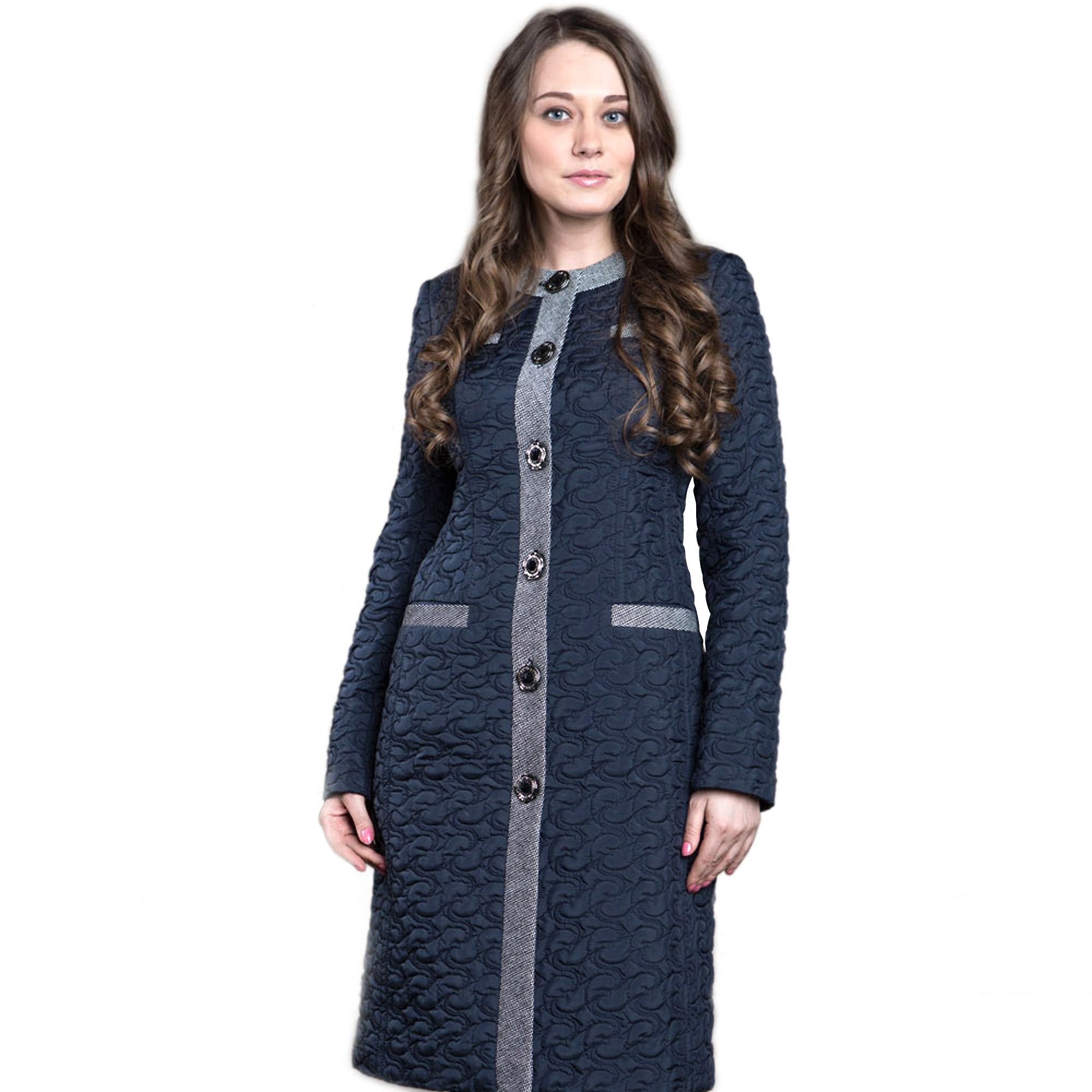 Пальто женское прилегающего силуэта из плащевой стеганой ткани с отделкой из твида