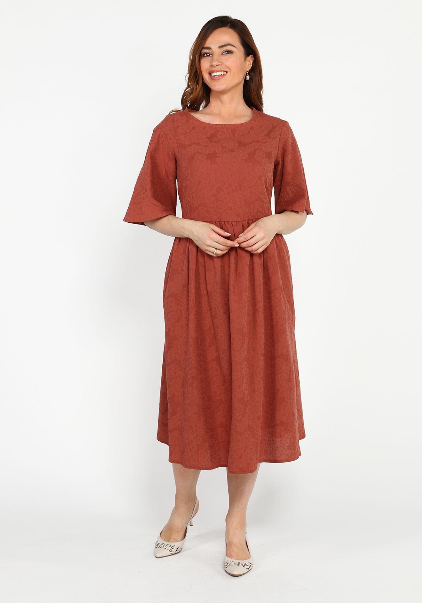 Платье свободного силуэта с круглым вырезом