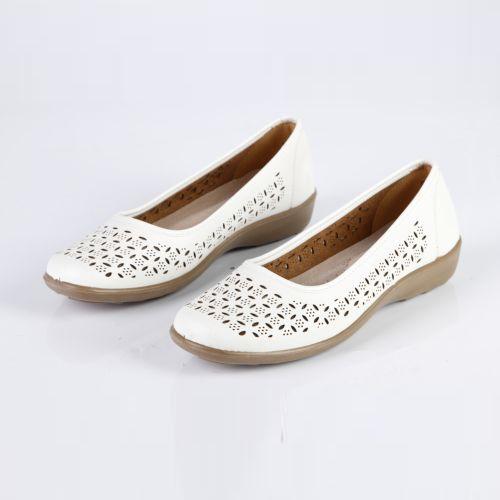 Женские туфли на утолщенной подошве с крупной перфорацией