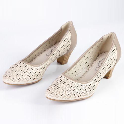 Женские туфли на удобном каблуке декорированные фактурной перфорацией