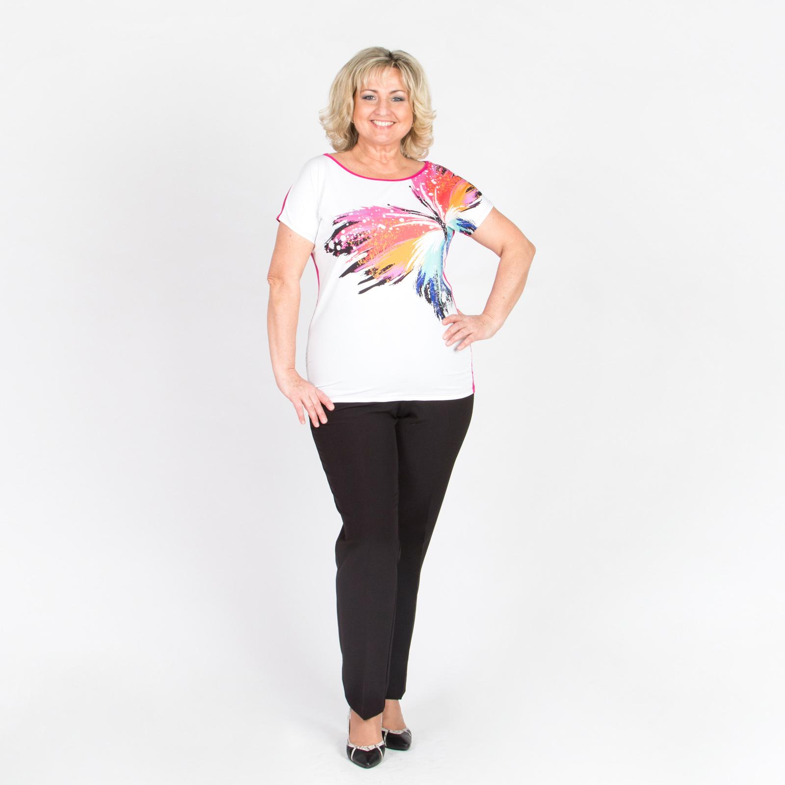 Блуза с округлым вырезом и ярким весенним принтом
