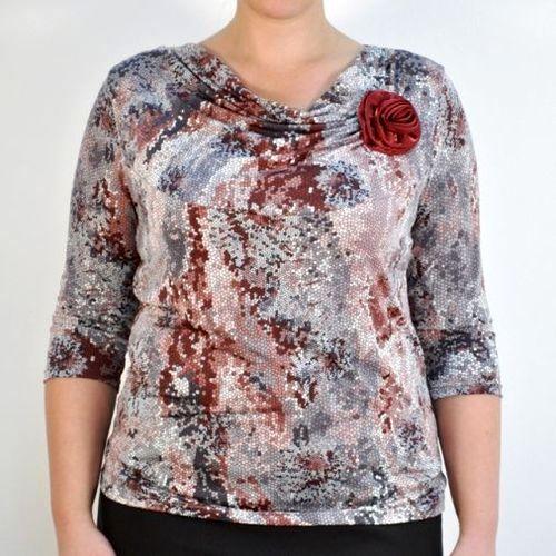 Блуза с украшением в виде розы
