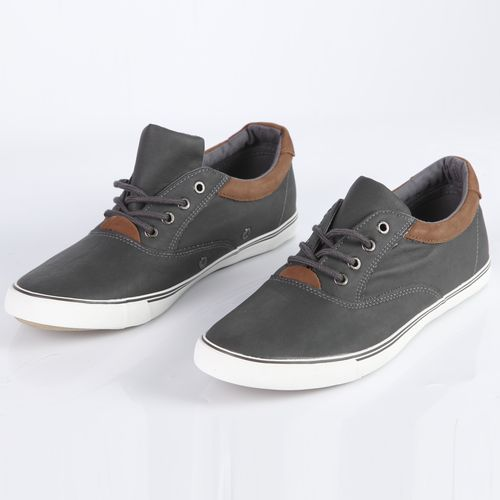 Мужские ботинки на удобной подошве со шнуровкой