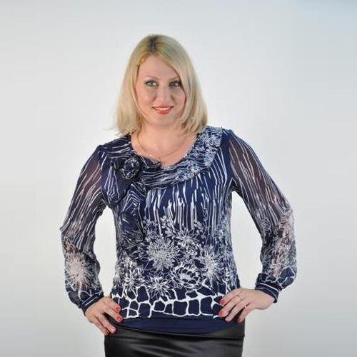 Блуза с украшением розочкой