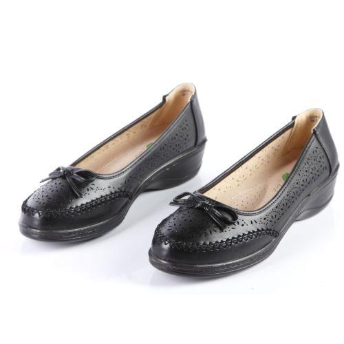 Женские туфли с узорной перфорацией на утолщенной подошве