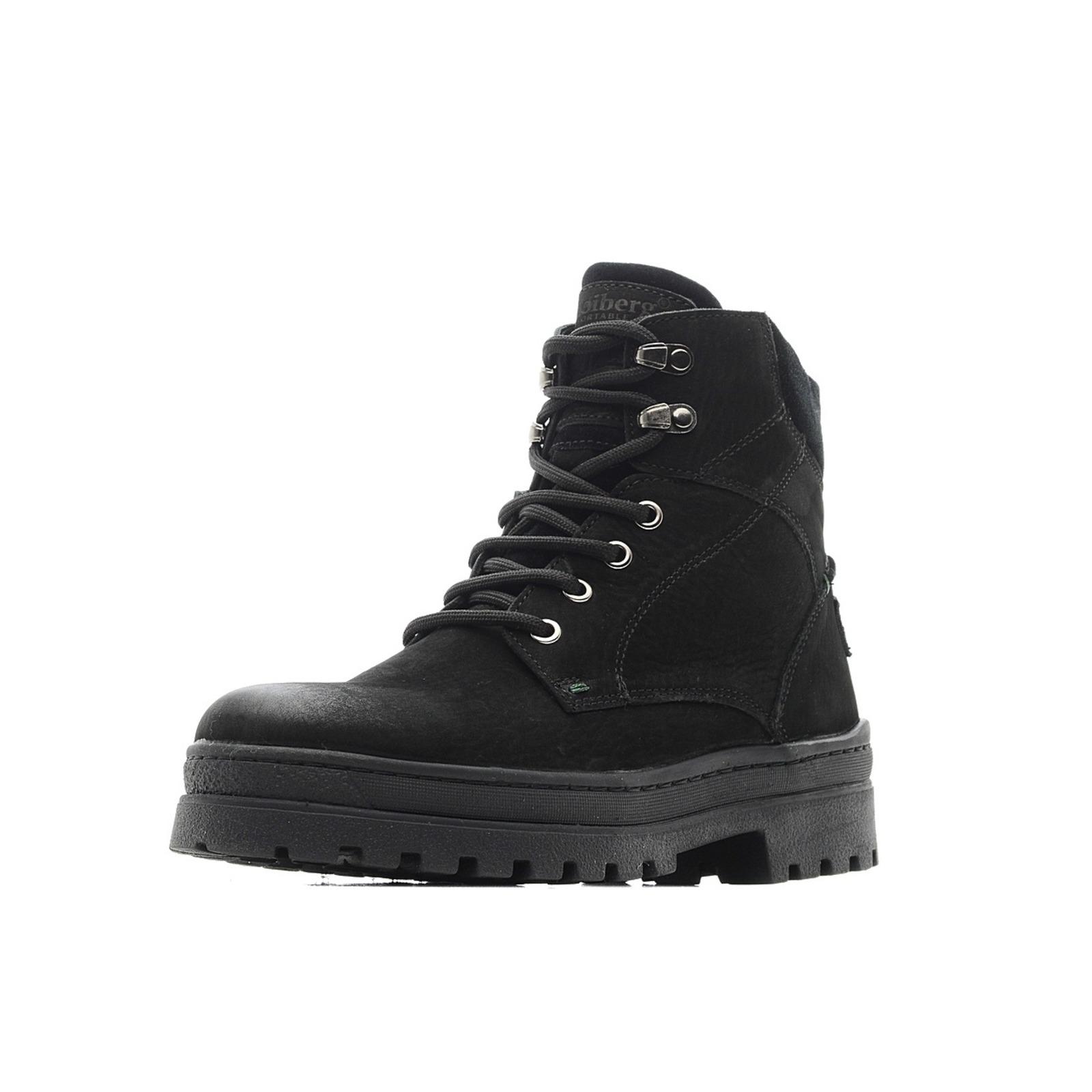 Высокие зимние ботинки на толстой подошве