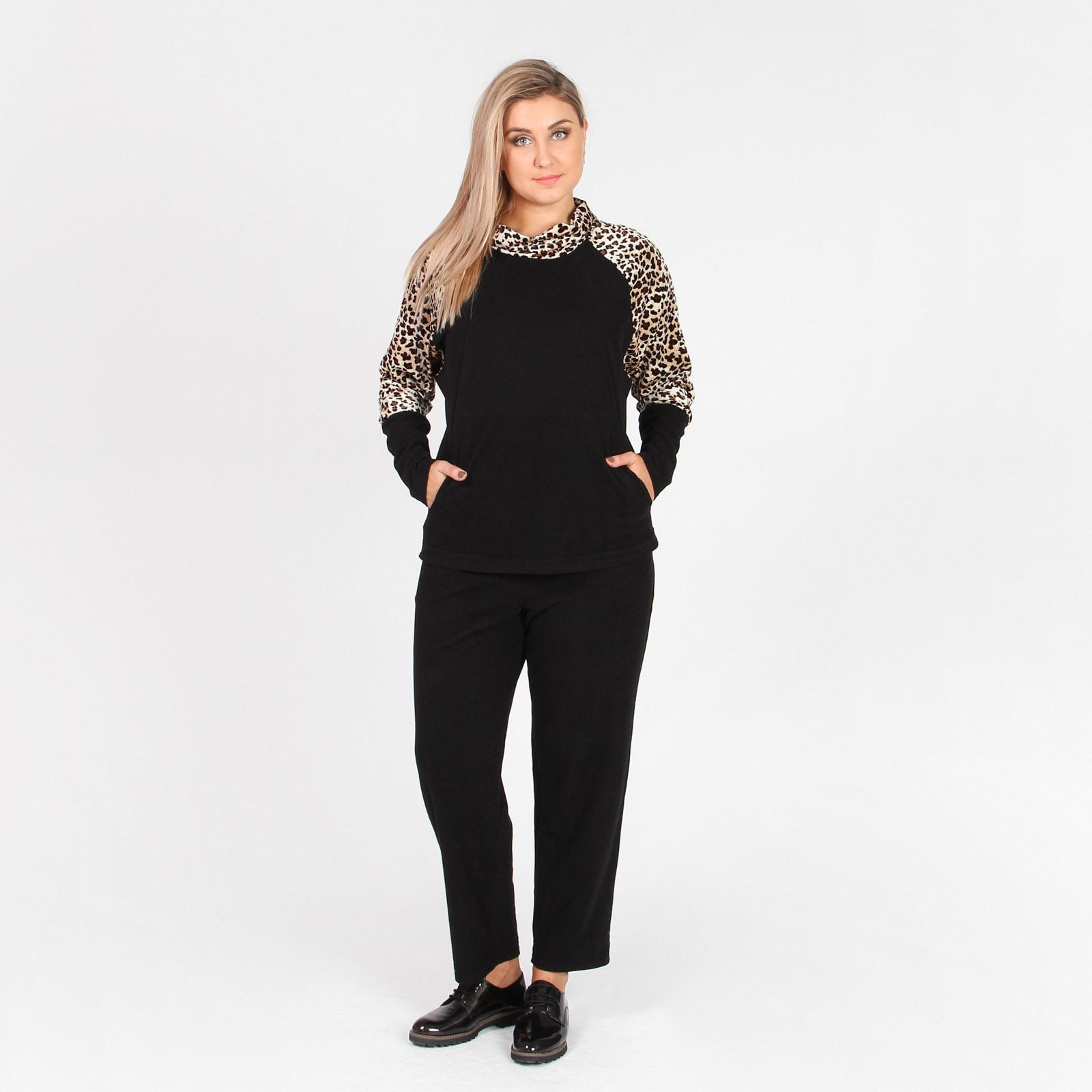 Костюм: брюки и джемпер с хищным принтом