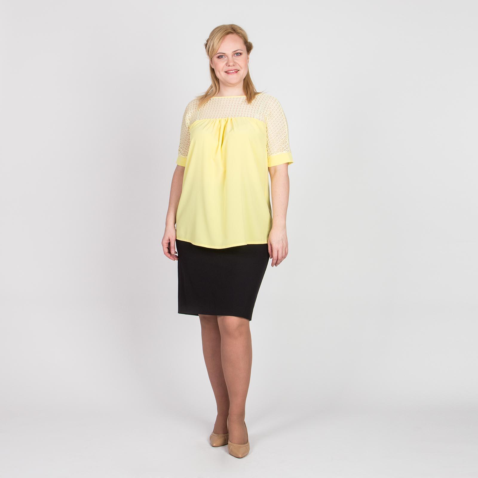 Блуза с коротким рукавом и гипюровой кокеткой