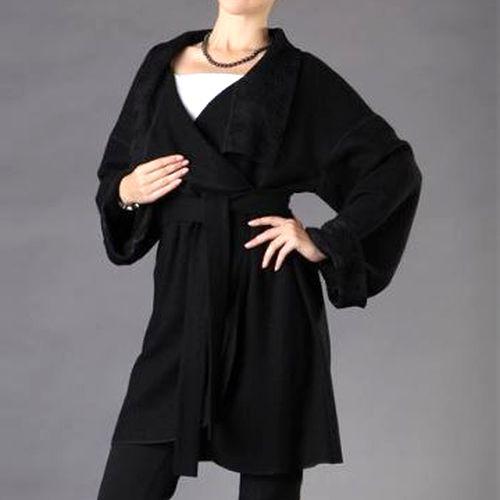 Легкое пальто с ажурным воротником