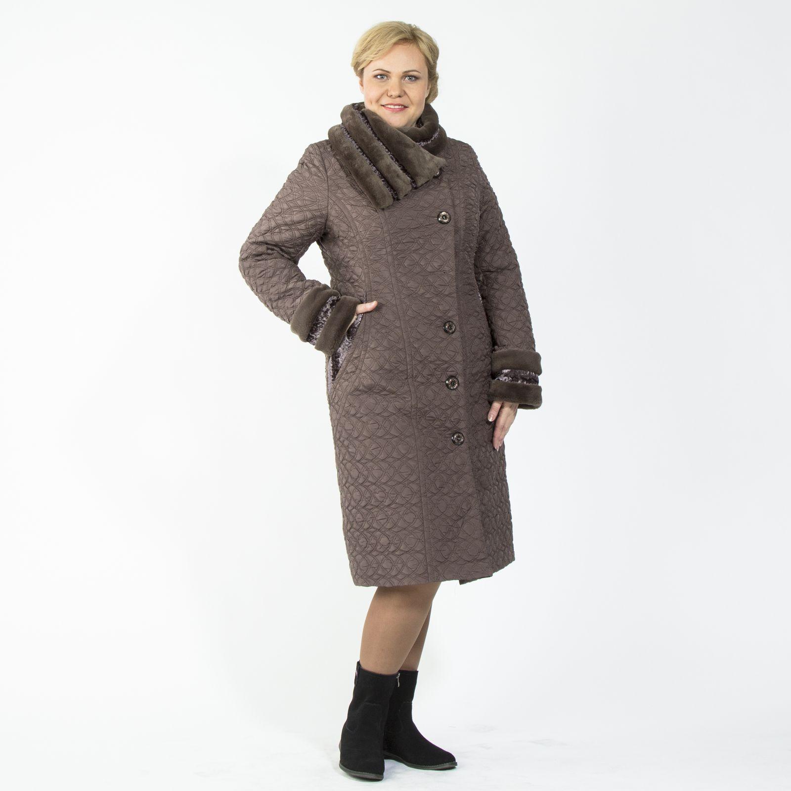 Пальто из стеганой ткани с отложным воротником и отделкой из меха
