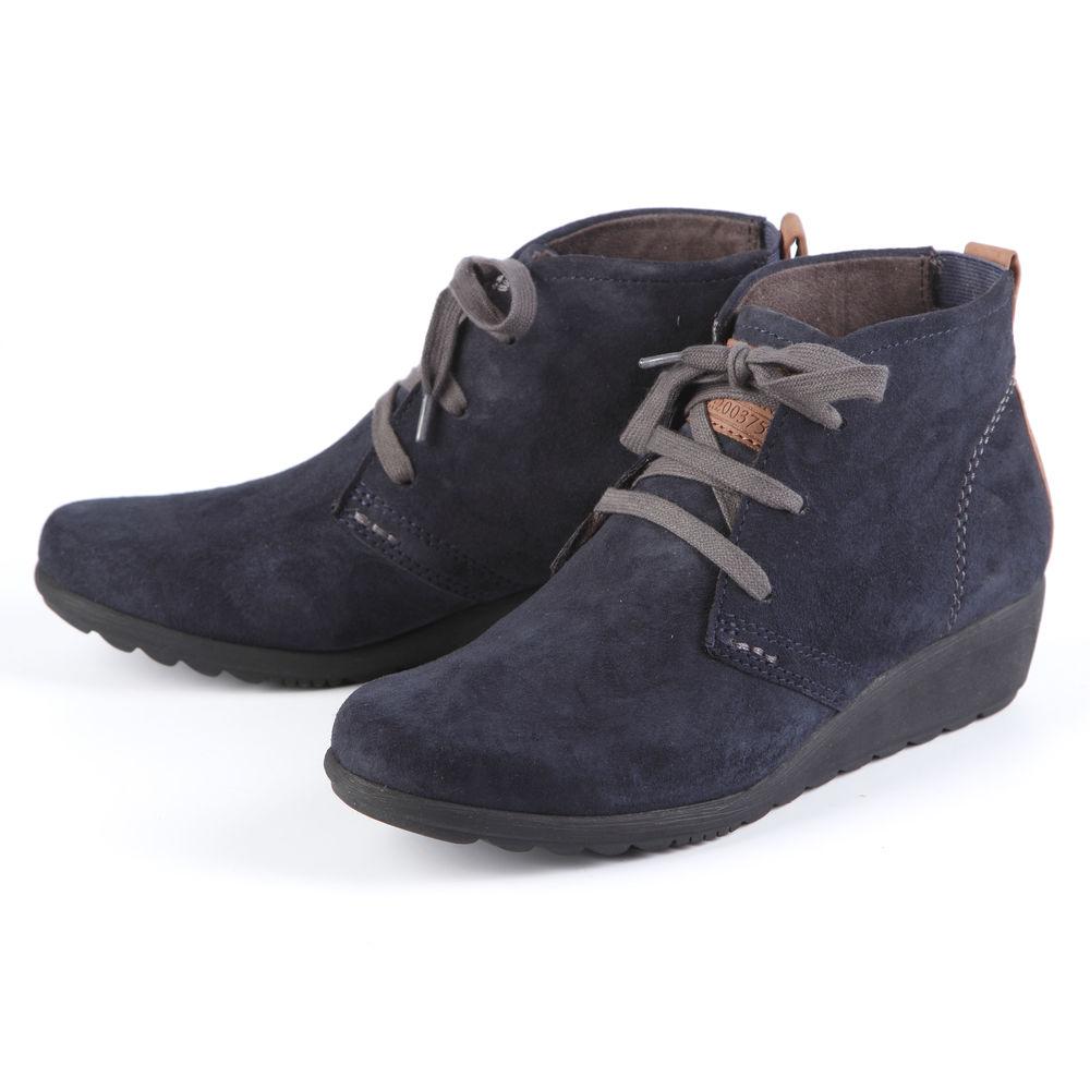 Ботинки женские на рифленой танкетке и шнуровке