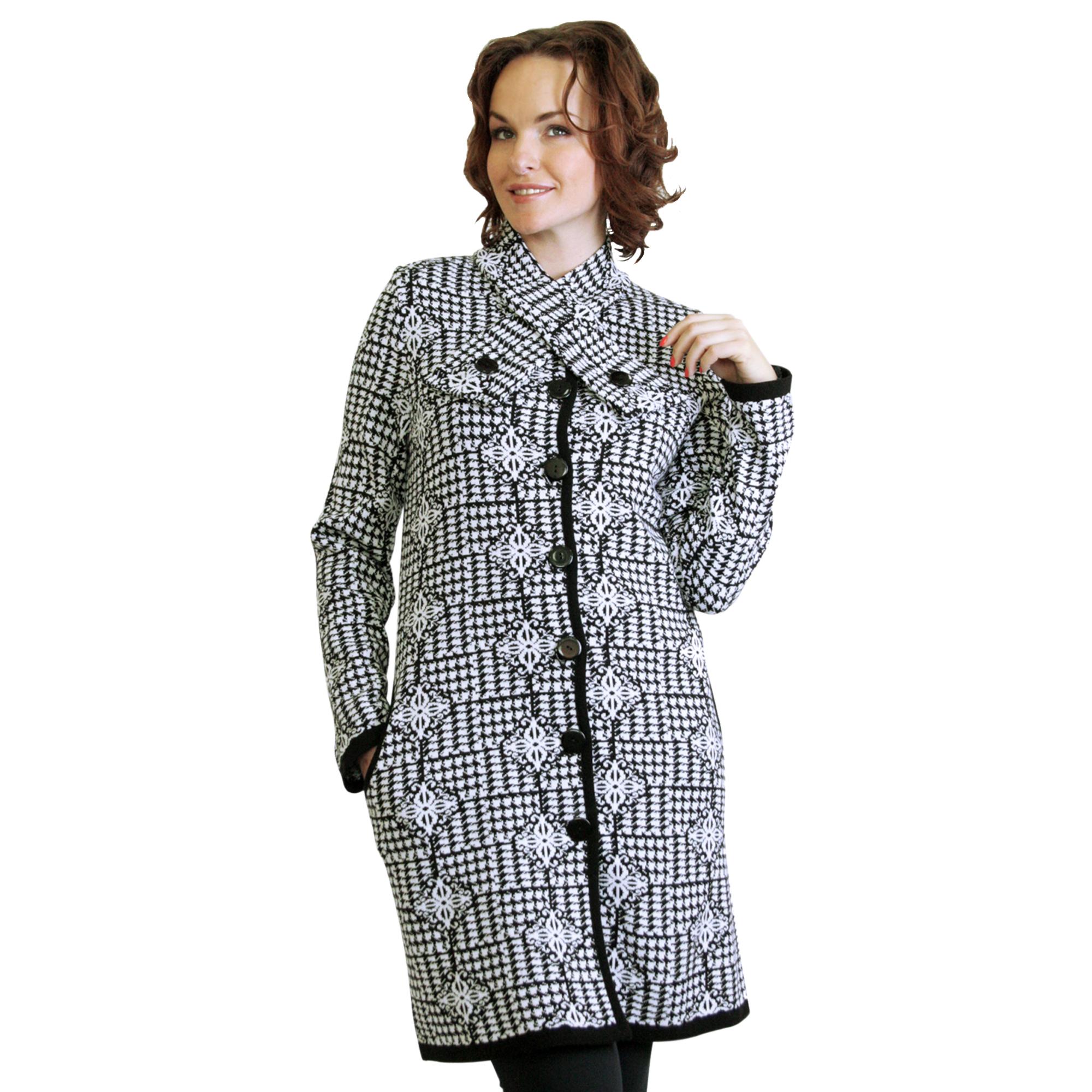 Шерстяное пальто с оригинальным воротником на пуговицах
