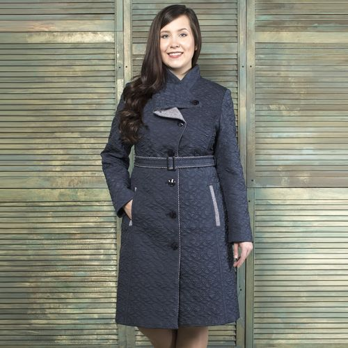 Пальто прилегающего силуэта из стеганой ткани с воротником на пуговице