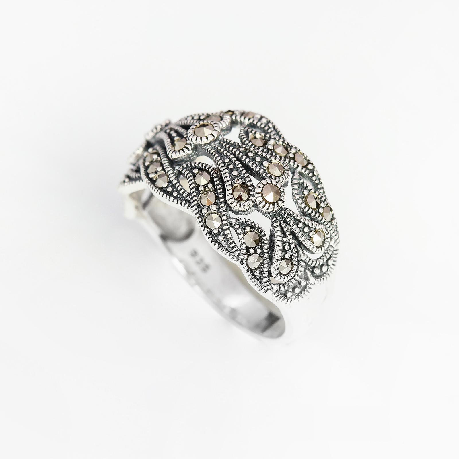 Серебряное кольцо «Цветочный антураж»