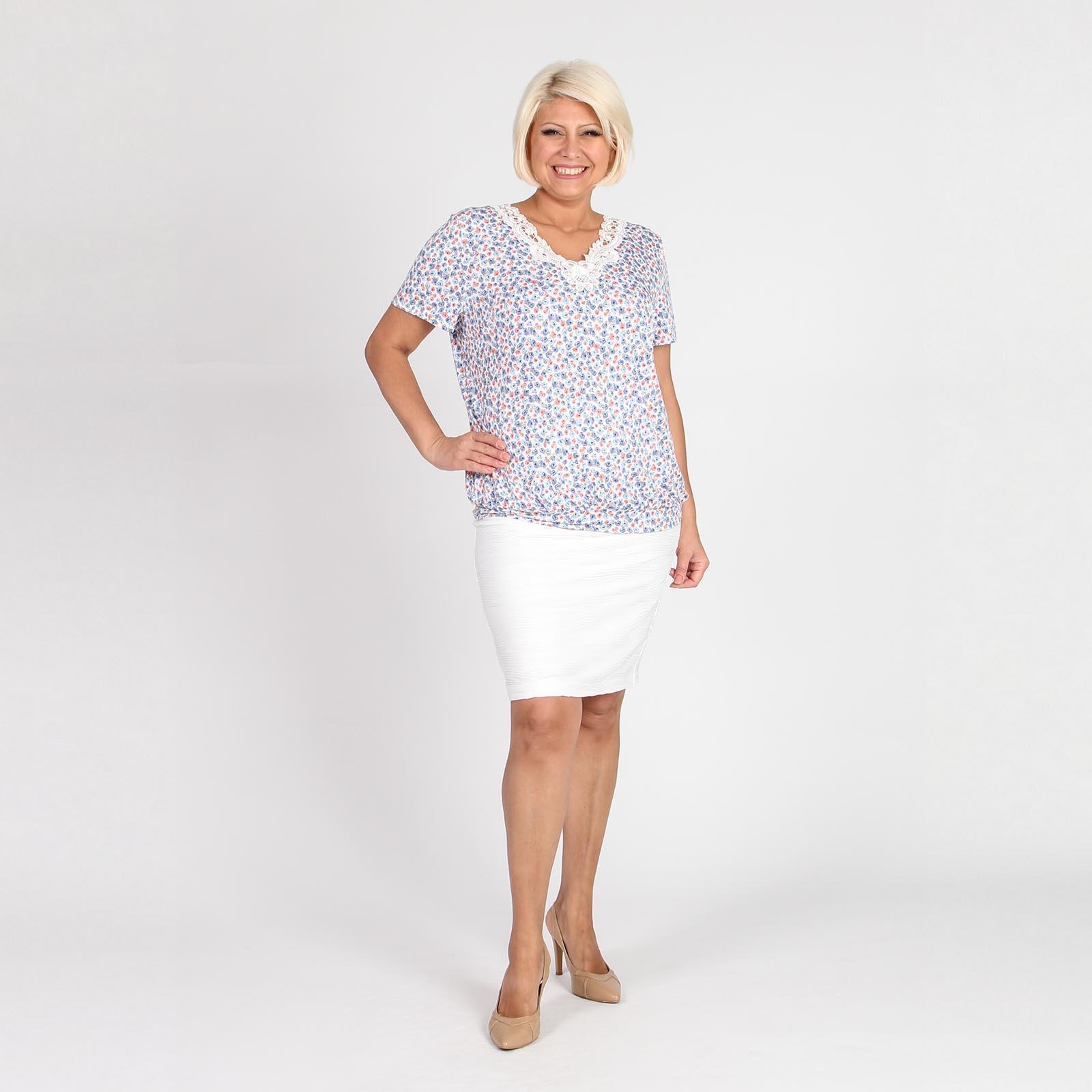 Блуза свободного кроя с цветочным принтом и кружевной кокеткой