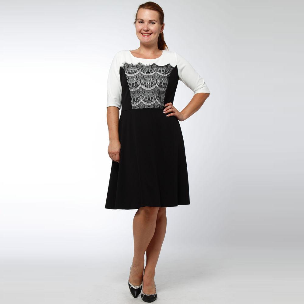 Платье-миди с ажурной вставкой на груди