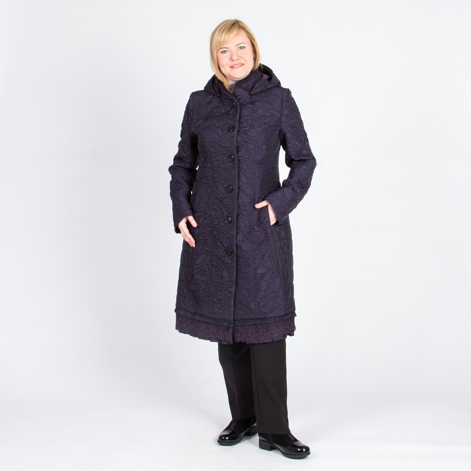 Пальто на пуговицах с кружевной отделкой