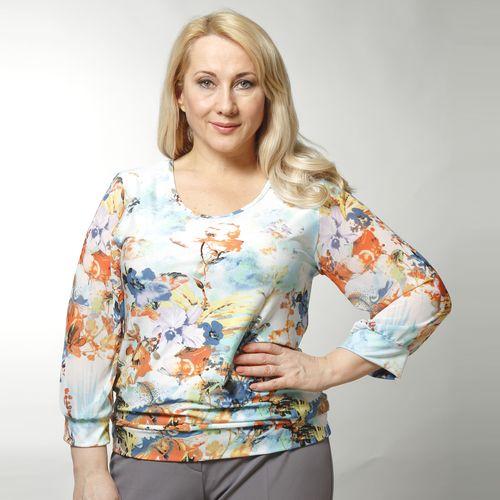Блуза с цветочным принтом в светлых тонах