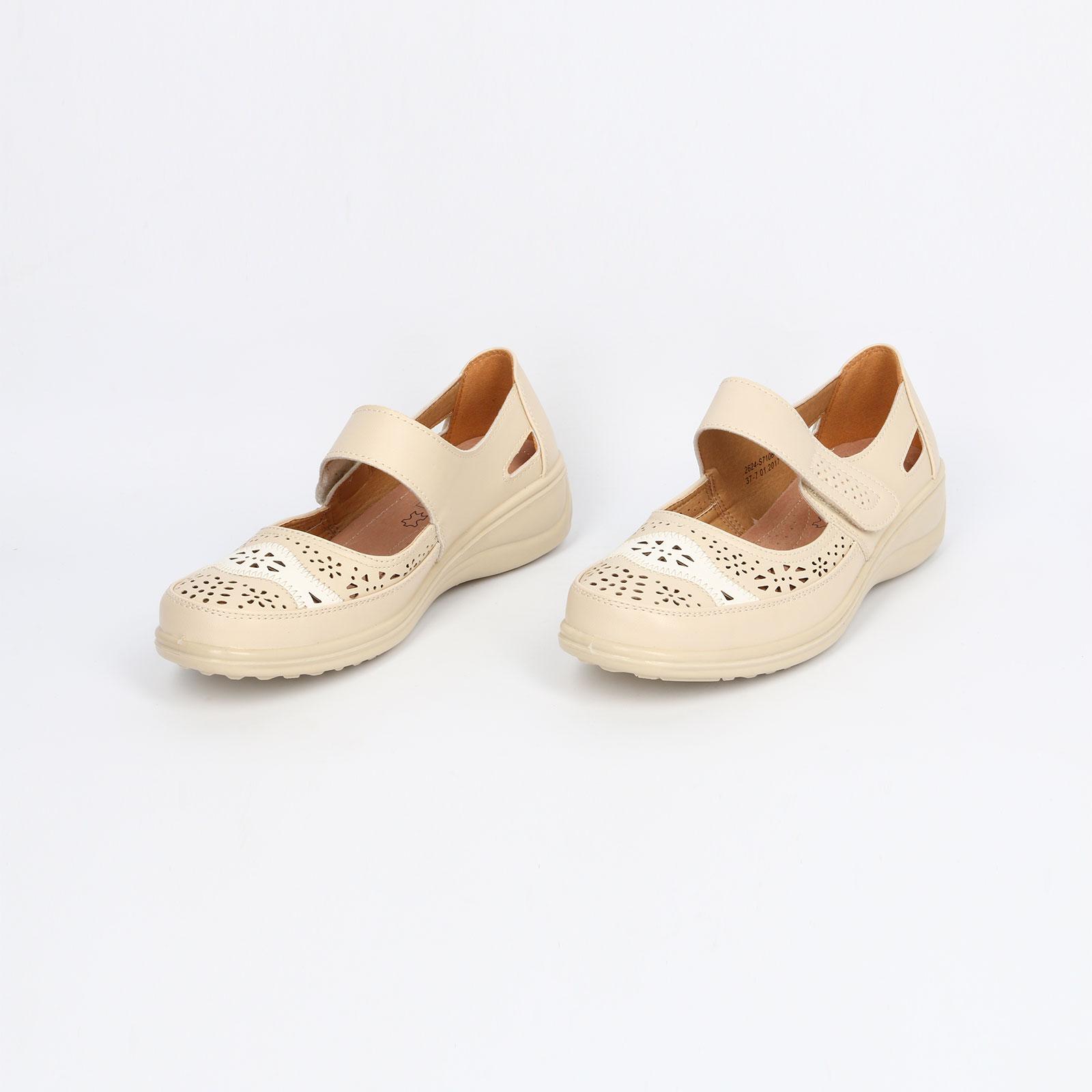 Туфли женские с перфорированным декором